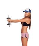 Addestramento attraente della ragazza con le teste di legno Fotografie Stock Libere da Diritti