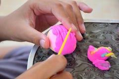 Addestramento del cervello per sviluppare cervello E l'uso delle dita fotografie stock