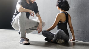 Addestramento del partner che allunga concetto di allenamento Fotografia Stock