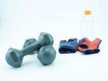 Addestramento del peso con un paio delle teste di legno Fotografie Stock