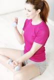 Addestramento di forma fisica della donna Fotografia Stock