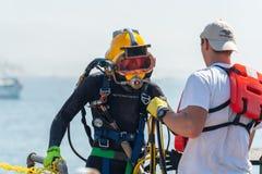 Addestramento di immersione con bombole fotografie stock libere da diritti