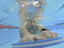 Addestramento di nuoto dell'atleta Fotografia Stock Libera da Diritti