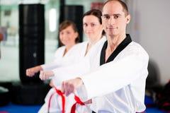 Addestramento di sport di arti marziali in ginnastica Immagine Stock Libera da Diritti