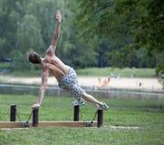 addestramento esterno di forma fisica di estate dell'uomo Immagini Stock