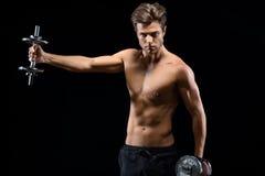 Addestramento sicuro dello sportivo con i pesi Fotografie Stock