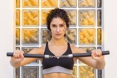 addestramento sportivo della donna con il nunchaku Fotografia Stock
