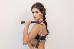 addestramento sportivo della donna con il nunchaku Fotografie Stock Libere da Diritti