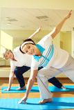 Addestrando in ginnastica Fotografie Stock Libere da Diritti