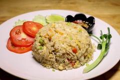 Addieren Sie thailändischen gebratenen Reis des Schweinefleisch, Krabbeneier Stockfotos