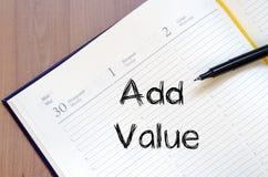 Addieren Sie Wert schreiben auf Notizbuch Stockfotos