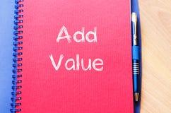 Addieren Sie Wert schreiben auf Notizbuch Lizenzfreie Stockbilder