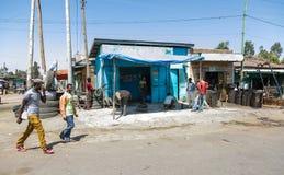 Addis Ababa, Äthiopien am 30. Januar 2014 kleine informelle Shops an Stockfotos