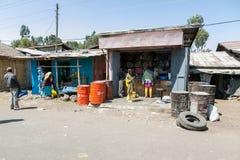 Addis Ababa, Äthiopien am 30. Januar 2014 kleine informelle Shops an Stockfoto