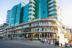 Addis Ababa, Äthiopien am 30. Januar 2014 modernes Gebäude herein unten Stockfoto