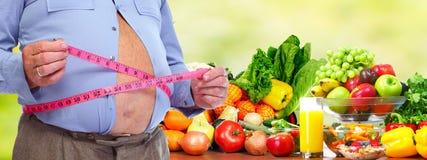 Addome obeso dell'uomo con nastro adesivo di misurazione Immagini Stock Libere da Diritti