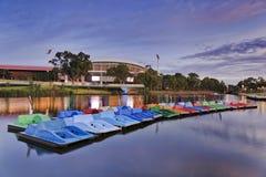 ADE-de boten van de rivierpeddel Stock Foto