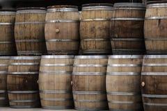 Adega de tambores, do vinho e da cerveja de madeira Imagem de Stock