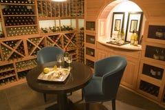 Adega de vinho para dois. Fotos de Stock Royalty Free