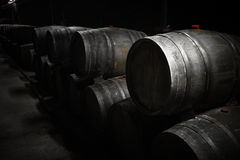 Adega do armazenamento da bebida, tambores Imagens de Stock