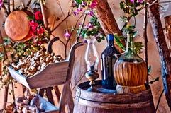 Adega italiana com garrafa e garrafa do vinho Imagem de Stock Royalty Free