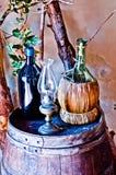 Adega italiana com garrafa e garrafa do vinho Imagem de Stock