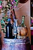 Adega italiana com garrafa e garrafa do vinho Imagens de Stock