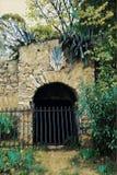 Adega subterrânea da porta de pedra Foto de Stock Royalty Free
