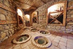 Adega subterrânea para armazenar o vinho foto de stock