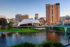Adelaide City an der Dämmerung Stockbild