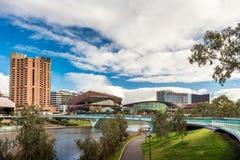 Adelaide City-Riverbankansicht Lizenzfreie Stockbilder
