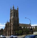ADELAIDE - 5. DEZEMBER: Verkehr und Kathedrale in der Mitte der Stadt. Stockfoto
