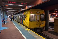 Adelaide Metro-Zug am Bahnhof Stockfoto