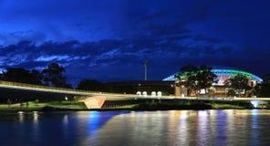 Adelaide Oval Stadium och Torrens flodbro Arkivfoton