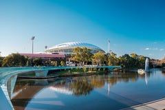 Adelaide Oval und Fußbrücke Stockfotos