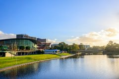Adelaide Riverbank al tramonto fotografia stock