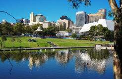 Adelaide Riverbank City-Skyline Lizenzfreies Stockbild
