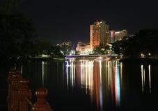 Adelaide Riverbank på natten Royaltyfria Foton