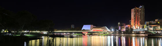 Adelaide Riverbank Precinct vid natt Royaltyfria Bilder