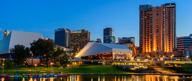 Adelaide-Stadt nachts Lizenzfreie Stockfotografie