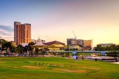 Adelaide-Stadtskyline bei Sonnenuntergang Stockfotografie