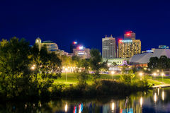 Adelaide-Stadtskyline an der Dämmerung Stockbild