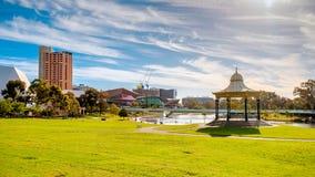 Adelaide-Stadtskyline an einem Tag Stockfotos