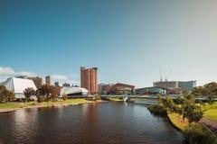 Adelaide-Stadtskyline mit seinen ikonenhaften Gebäuden Lizenzfreie Stockfotos