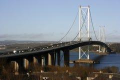 Adelante el puente de suspensión del camino, Escocia fotografía de archivo