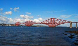 Adelante el puente del carril en Escocia es un sitio del patrimonio mundial de la UNESCO fotografía de archivo libre de regalías