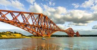 Adelante puente Imagenes de archivo