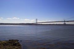 Adelante puente del camino de Queensferry del sur, Escocia Imagenes de archivo