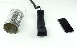 Adelantos de tecnología de las telecomunicaciones que muestran el teléfono de la lata Fotos de archivo