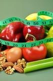 Adelgazando la comida sana de la dieta (vertical) Foto de archivo